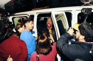 """November 18, 1993 - Tupac Arrested """"JACOBSON MITCH PHOTOGRAPHE"""" """"SHAKUR TUPAC A PROPOS"""" """"MORT A PROPOS"""" ASSASSINAT MUSIQUE RAP AUTOMOBILE INTERIEUR """"SE PARLANT ATTITUDE"""" """"CAMERAMAN FONCTION"""" """"JOURNALISTE FONCTION"""" """"PHOTOGRAPHE FONCTION"""" """"IMAGE NUMERISEE"""" INTERVIEW"""