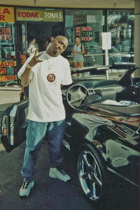 Tupac was photographed in gas station in Las Vegas.